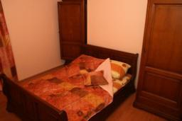 Спальня 2. Черногория, Рафаиловичи : Апартамент №5 с двумя спальнями и видом на море