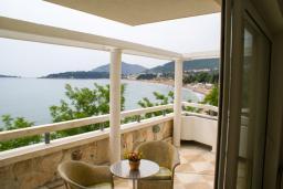 Балкон. Черногория, Рафаиловичи : Номер с прямым видом на море