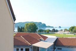 Вид на море. Черногория, Будва : Стандартный номер с балконом