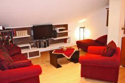 Гостиная. Черногория, Будва : Люкс апартамент с 1 спальней