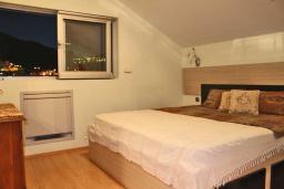 Спальня. Черногория, Будва : Люкс апартамент с 1 спальней