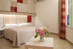 Спальня. Черногория, Будва : Апартамент с балконом 4*