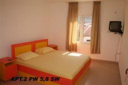 Спальня. Черногория, Петровац : Апартамент с отдельной спальней и боковым видом на море (№8 APP 03+2)