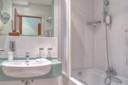 Ванная комната. Черногория, Петровац : Double room Standard LUX A1L