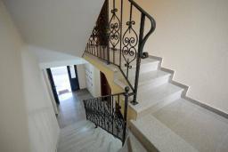 Лестница наверх. Tatjana 3* в Будве