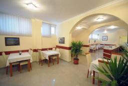 Кафе-ресторан. Tatjana 3* в Будве