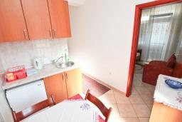 Гостиная. Черногория, Игало : Апартамент для 4 человек, с двумя спальнями, с балконом с видом на море, рядом с Institute Dr.Simo Miloshevich