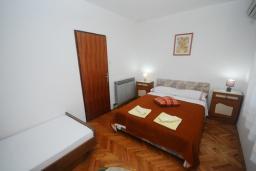 Спальня. Черногория, Будва : Апартамент с 1 спальней и террасой (APP 03+1/garden)
