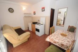 Гостиная. Черногория, Будва : Апартамент с 1 спальней и террасой (APP 03+1/garden)