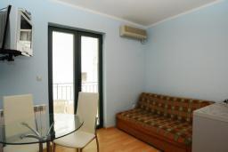 Гостиная. Черногория, Будва : Апартамент с отдельной спальней (№3 APP 04)