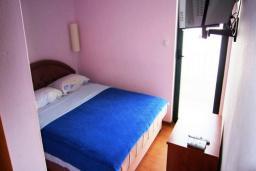 Спальня. Черногория, Будва : Двухместный номер с балконом (№4 DBL)