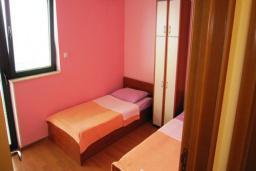 Спальня. Черногория, Будва : Двухместный номер с балконом (№6 TWIN)