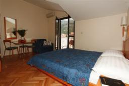 Спальня. Черногория, Будва : Апартамент с отдельной спальней (APP 02+2 BOJANA)