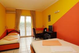 Спальня. Черногория, Будва : Апартамент с отдельной спальней и балконом (B4 App 03+1)