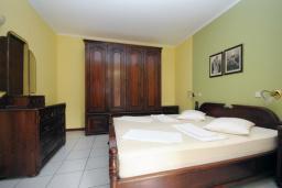 Спальня. Черногория, Будва : Апартамент с отдельной спальней и террасой (B3 App 03+1)