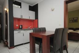 Кухня. Черногория, Будва : Апартамент с отдельной спальней и террасой (B3 App 03+1)