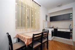 Кухня. Черногория, Будва : Апартамент с отдельной спальней в корпусе А (№4 APP 02+1)