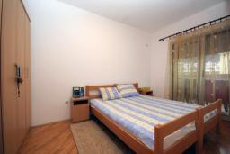 Спальня. Черногория, Будва : Апартамент с отдельной спальней в корпусе А (№4 APP 02+1)