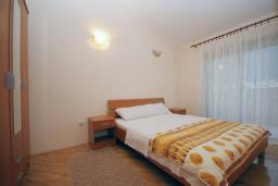 Спальня. Черногория, Будва : Апартамент с отдельной спальней в корпусе А (№8 APP 02+1)