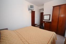 Спальня. Черногория, Будва : Двухместный номер (№35 DBL)
