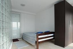 Спальня. Черногория, Петровац : Апартамент с отдельной спальней и видом на море (№ 4 APP 03/SV)