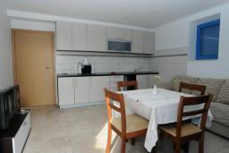 Гостиная. Черногория, Петровац : Апартамент с отдельной спальней и видом на море (№ 4 APP 03/SV)