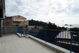Балкон. Черногория, Петровац : Апартамент с отдельной спальней и видом на море (№ 4 APP 03/SV)