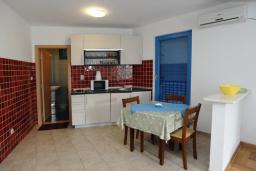 Гостиная. Черногория, Петровац : Апартамент с отдельной спальней и видом на сад (№3 APP 03/PV)