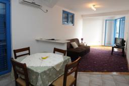 Гостиная. Черногория, Петровац : Апартамент с отдельной спальней и видом на море (№6 APP 03/SV)