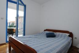 Спальня. Черногория, Петровац : Апартамент с отдельной спальней и видом на море (№6 APP 03/SV)
