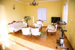 Гостиная. Черногория, Селяново : Роскошный апартамент для 6-8 человек, с огромной гостиной, с 4-мя отдельными спальнями, с террасой