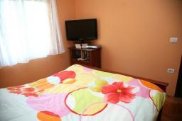 Спальня. Черногория, Селяново : Роскошный апартамент для 6-8 человек, с огромной гостиной, с 4-мя отдельными спальнями, с террасой