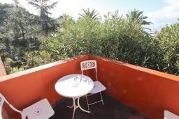 Балкон. Черногория, Бар : Уютная комната для 2-3 человек, с общим балконом с видом на море, возле пляжа