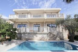 Front of the house. Montenegro, Petrovac : Villa with 5 bedrooms in Petrovac for 12 guests