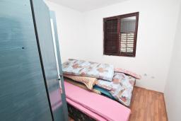 Спальня 2. Продается 2-х этажный дом в Зеленике. 230м2, с участком 400м2, 5 спален, большая терраса, 200 метров до моря. в Зеленике