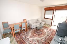 Гостиная. Продается 2-х этажный дом в Тивате. 120м2, участок 310м2, 3 спальни, парковочное место, большая терраса, цена - 187'000 Евро. в Тивате