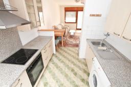 Кухня. Продается 2-х этажный дом в Тивате. 120м2, участок 310м2, 3 спальни, парковочное место, большая терраса, цена - 187'000 Евро. в Тивате