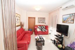 Студия (гостиная+кухня). Продается квартира-студия в Дженовичи. 71м2, большая терраса, на первом этаже, 40 метров до моря, цена - 150'000 Евро. в Дженовичи