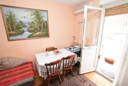 Гостиная. Продается квартира в Биела. 61м2, гостиная с кухней, 2 спальни, 2 балкона, 50 метров дом моря, цена - 75'000 Евро в Биеле