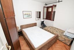 Спальня. Продается квартира в Игало. 45м2, гостиная, 1 спальня, балкон с видом на море, 20 метров до пляжа, цена - 110'000 Евро. в Игало