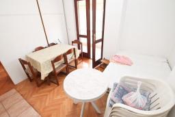 Гостиная. Продается квартира в Игало. 45м2, гостиная, 1 спальня, балкон с видом на море, 20 метров до пляжа, цена - 110'000 Евро. в Игало