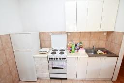 Кухня. Продается квартира в Игало. 45м2, гостиная, 1 спальня, балкон с видом на море, 20 метров до пляжа, цена - 110'000 Евро. в Игало