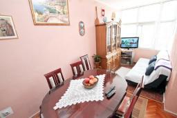 Гостиная. Продается квартира в Дженовичи. 44м2, гостиная, 1 спальня, балкон, 150 метров до моря, цена - 75'000 Евро. в Дженовичи