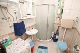Ванная комната. Продается квартира в Дженовичи. 44м2, гостиная, 1 спальня, балкон, 150 метров до моря, цена - 75'000 Евро. в Дженовичи