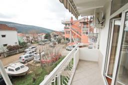 Балкон. Продается квартира в Дженовичи. 44м2, гостиная, 1 спальня, балкон, 150 метров до моря, цена - 75'000 Евро. в Дженовичи