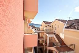 Вид на море. Продается квартира в Игало. 46м2, гостиная, 1 спальня, балкон с видом на море, 300 метров до моря, цена - 92'000 Евро.  в Игало
