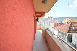 Территория. Продается квартира в Игало. 46м2, гостиная, 1 спальня, балкон с видом на море, 300 метров до моря, цена - 92'000 Евро.  в Игало