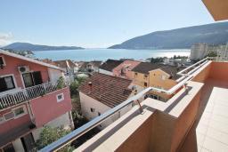 Вид на море. Продается квартира в Игало. 71м2, гостиная, 3 спальня, большой балкон с шикарным видом на море, 300 метров до моря, цена - 142'000 Евро.  в Игало
