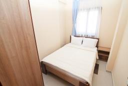 Спальня. Продается квартира в Игало. 71м2, гостиная, 3 спальня, большой балкон с шикарным видом на море, 300 метров до моря, цена - 142'000 Евро.  в Игало