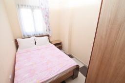 Спальня 3. Продается квартира в Игало. 71м2, гостиная, 3 спальня, большой балкон с шикарным видом на море, 300 метров до моря, цена - 142'000 Евро.  в Игало